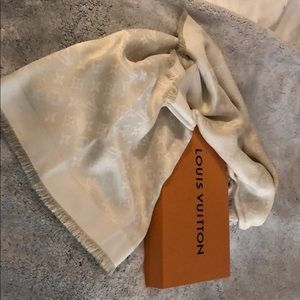 Louis Vuitton monogram shine shawl in cream/gold